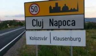 Kötelező lesz Kolozsváron a magyar nyelvű helységnévtábla