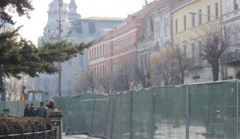 Elkezdődött Kolozsvár főterének újabb átépítése