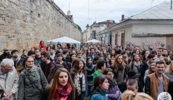 Egy utcányi olvasó szavalt közösen Arany Jánost Kolozsváron