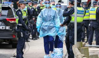 Rekordszámú fertőzött Kaliforniában, államhatárokat zártak le Ausztráliában
