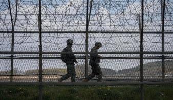 Észak-Korea katonákat vezényelt a demilitarizált övezetben