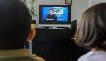 Alakulóban a diákok távoktatása, magyar iskolatévét kérnek a szülők a meghosszabbított kényszerszünet idejére