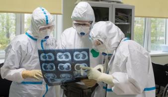 Koronavírus: közel 300 ezer halott világszerte, áthelyeződtek a gócpontok