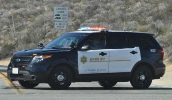 Amerikai tüntetések - Kaliforniában fejbe lőttek egy seriff-helyettest, a minisztérium a rendőrök elleni támadásokra figyelmeztet