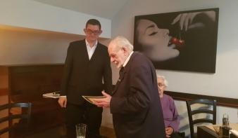 """Láng Gusztáv kapta az E-MIL Méhes György-nagydíját """"egy emberöltőnyi irodalmi munkásságáért"""""""