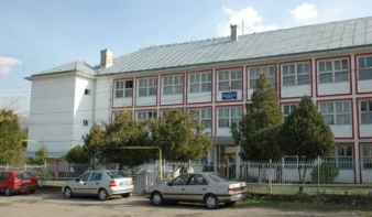 14 tanuló a Felsõbányai Autószállítási Mûszaki Kollégium magyar nyelvû elõkészítõ és elsõ osztályában