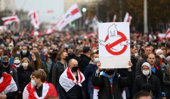 Több mint százezren vonultak Lukasenko ellen az ultimátum napján