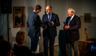 Magyar nyelv napja: 15 éves munkájáért díjazták az Erdélyi Magyar Írók Ligáját