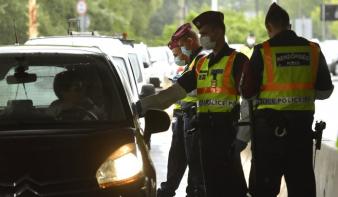 Magyarország korlátozás nélkül visszaengedi vasárnap a szavazókat, de Románia kéri a negatív tesztet beutazáskor