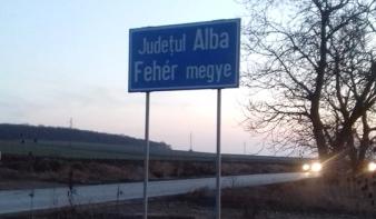 Visszakerült a kétnyelvű tábla Maros megye határába