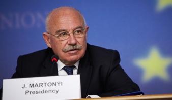 Puhány EU-tagokra mutogat Martonyi