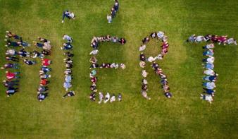 Több mint 900 fiatal jelöltet ad a Miért az RMDSZ választási listáira