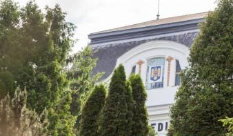 """Paladéhoz """"csatolnák"""" Miskolczy nevét – megkésett reakció a marosvásárhelyi orvosi egyetem új neve miatt"""