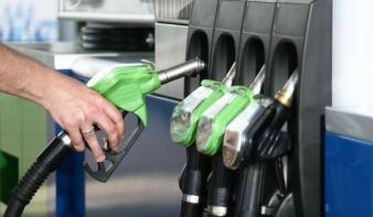 Mától olcsóbb a benzin, drágább a gázolaj
