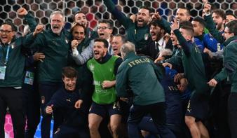 Olaszország nyerte a mediterrán derbit, döntőbe jutott az Eb-n