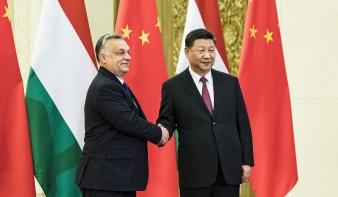 Orbán Viktor Pekingben a Budapest és Bukarest közötti nagysebességű vasútvonalról is tárgyalt