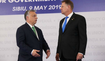 Klaus Iohannis elütötte Orbán Viktor baráti jobbját