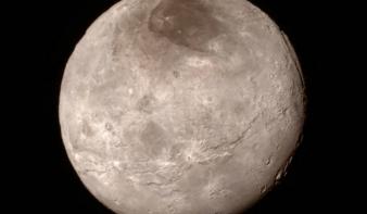 Fantasztikus képeket tett közzé a NASA a Plútóról