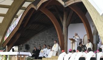 Egész Románia láthatta, amint felcsendül a magyar és a székely himnusz Csíksomlyón, a pápa jelenlétében