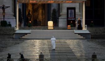 Miért a Mária-ikon és a csodatevő feszület előtt imádkozott Ferenc pápa a Szent Péter téren?
