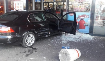 Egy embert megkéselt, gyalogosokat gázolt el, majd egy bevásárlóközpontba hajtott egy férfi Brăilán