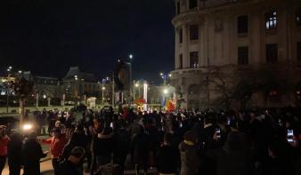 Több városban incidensekkel zárultak a korlátozások elleni tüntetések