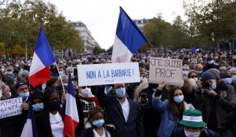Tízezrek emlékeztek a lefejezett tanárra Franciaországban