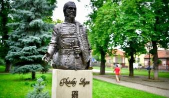 Szobrot állítottak Nagyvárad legnagyobb mecénásának, gróf Rhédey Lajosnak