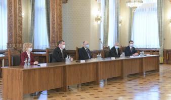 Kelemen Hunor: a bizalmat növelné, ha az RMDSZ osztozna az USR-vel a házelnöki tisztségeken