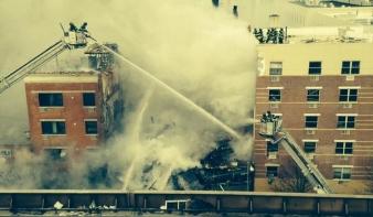 Robbanás miatt részben összeomlott egy harlemi épület New Yorkban