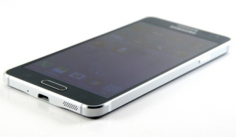 Teszteltük a Samsung csúcsmobilt, amely végre fémből (is) van
