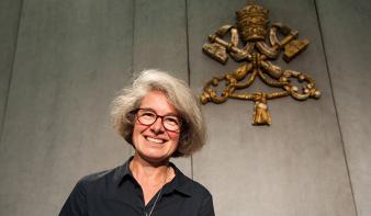 Először nevezett ki Ferenc pápa nőt a püspöki szinódus segédtitkárává