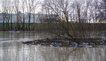 Szemétáradat a Szamoson: Szatmárnémetinél kisebb sziget alakult ki