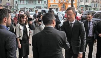Szijjártó Péter Marosvásárhelyen: Magyarország a párbeszéd híve, bízunk a román kormánykoalíció vezetőiben