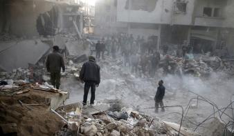 Bombázó drónraj egy orosz bázisnál: újra háború van Szíriában