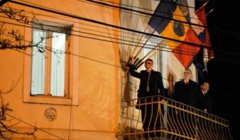 Temesvár 25 – Tőkés a lyukas román zászlót is kitűzte Váradon