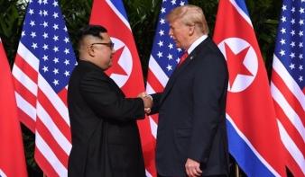 A kézfogás, amire évtizedeket várt a világ. Érik a béke-Nobel-díj?