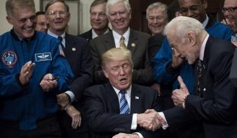 Donald Trump meg akarja teremteni egy Mars-küldetés alapjait