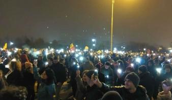 Ezúttal tízezrek tüntettek a kormány ellen