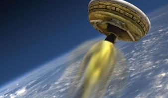 Repülő csészealjjal kísérletezik a NASA