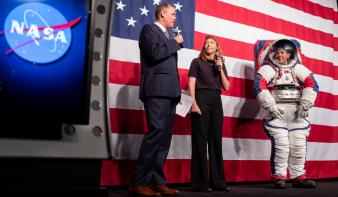 Ilyen űrruhákban szállnak majd újra Holdra az amerikaiak