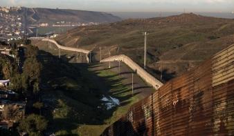 Trump nem tágít: falat épít a határra