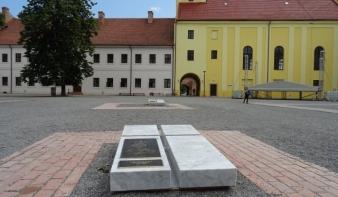 Magyar királyi síremlékeket alakítottak ki a váradi várban