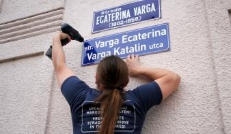 Megbírságolták a kétnyelvű utcatáblák kihelyezőit