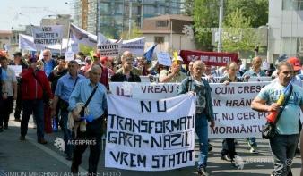 Több mint kétezer vasutas tüntetett Bukarestben