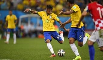 Rezgett a léc, de Brazília behúzta a nyitómeccset