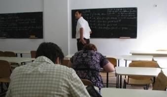 Ma versenyvizsgáznak a pedagógusok