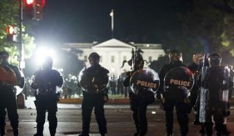 Gyújtogattak a tüntetők a Fehér Ház környékén