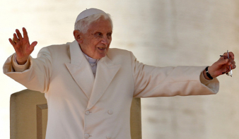 Papi cölibátus: XVI. Benedek megtöri a csendet