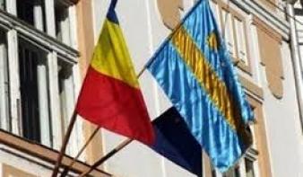 Öt Maros megyei polgármestert perelt be a prefektus a zászló kitűzése miatt